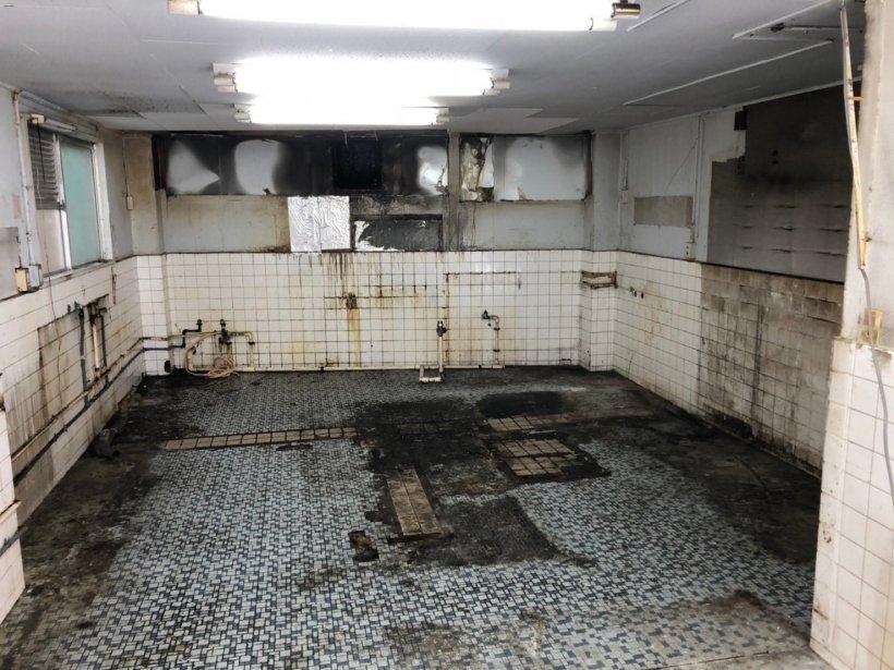 東京都新宿区のアパートの1室に構えた弁当屋の厨房機器回収と解体工事